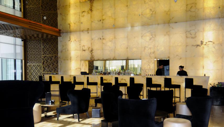 sofitel jardin des roses bar and monumental wall. Black Bedroom Furniture Sets. Home Design Ideas